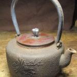 鉄瓶や抹茶茶碗、茶掛けや風路、茶釜、茶杓など茶道具などの骨董は福岡の玄燈舎が買取します