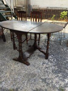 アンティーク家具や椅子、棚などは骨董買取の福岡玄燈舎にお任せください