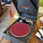 携帯用蓄音機は骨董買取の福岡玄燈舎にお売り下さい