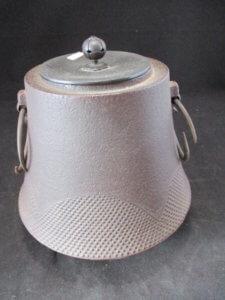 茶釜や鉄瓶は骨董買取の福岡玄燈舎が買取ります